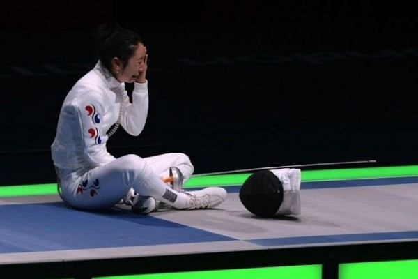 Shin A. Lam, olympic fencer from S. Korea, cries in the arena after a loss to her opponent.